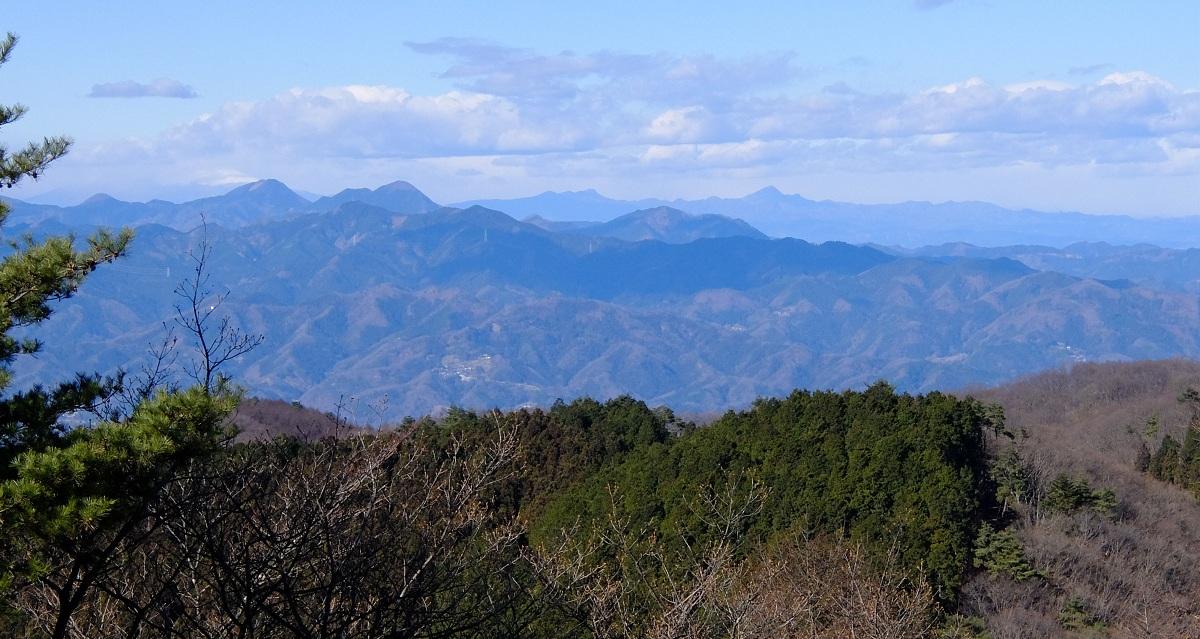 「丸山」②霜柱の道と静かな山旅~山頂は180度の眺望