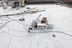 屋上地面に置いたアンテナ