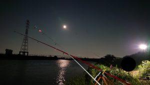 埼玉釣り場と月