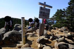 国師ヶ岳山頂の様子