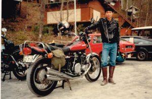 管理人とオートバイ