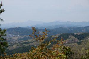 神社から山々