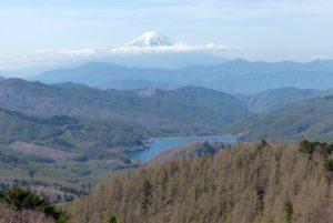 富士山と上日川ダム
