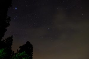 星と人口衛星