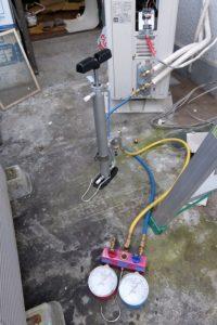 真空ポンプと接続の写真