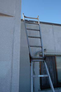 屋上への梯子