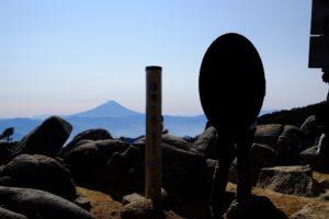 国師ヶ岳と富士山