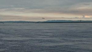 風の塔と飛行機